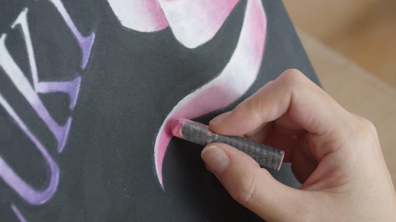 湖北中学校の先生が黒板アートで卒業生をお祝い